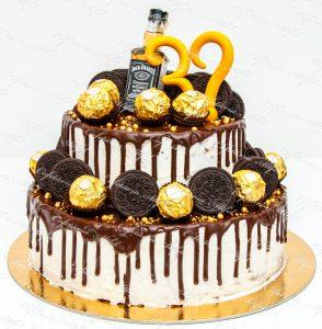 Tort aniversar Jack Daniel's Oreo Drip Cake de la Cofetaria Altfel
