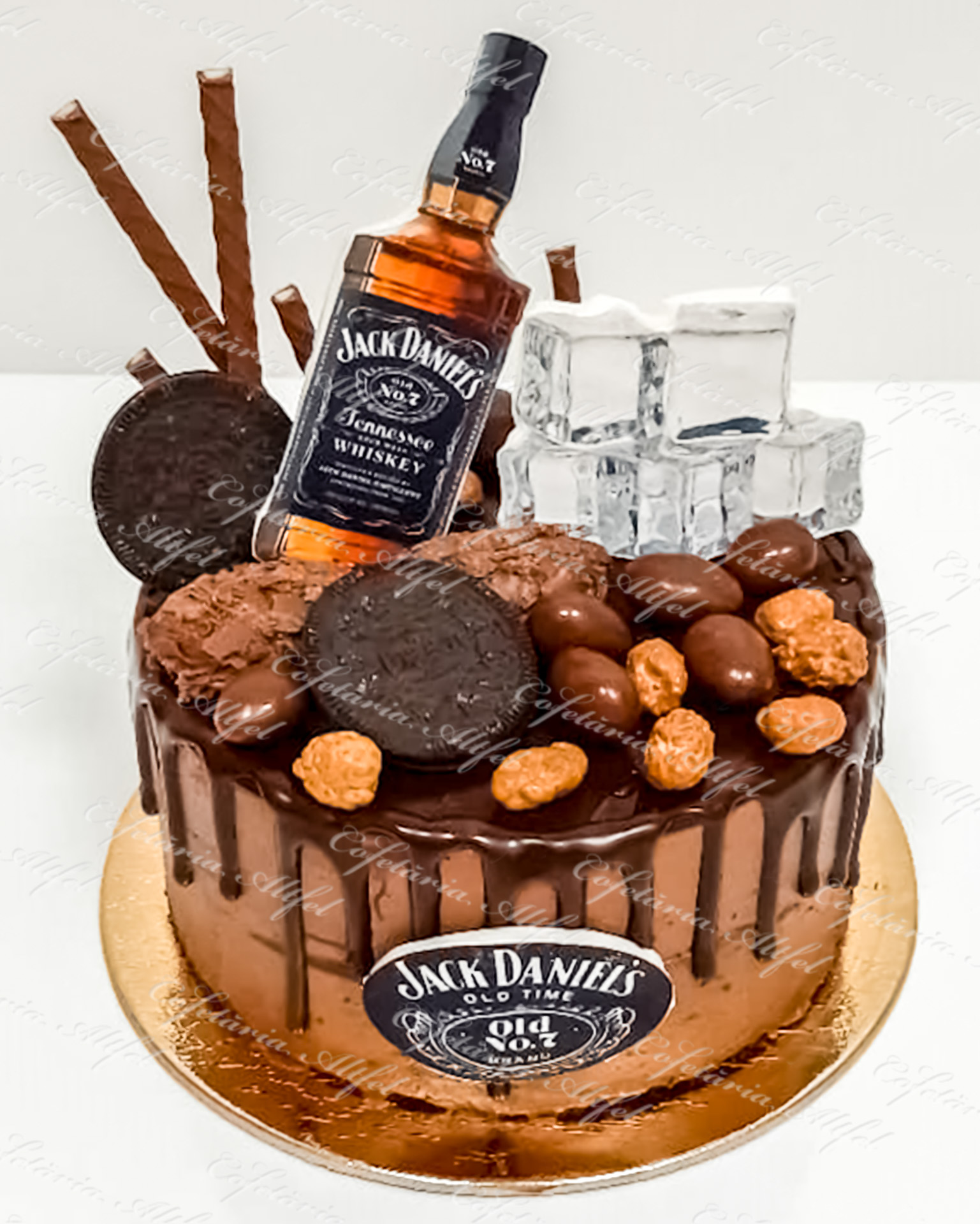 Tort aniversar Jack Daniel's Ice Cubes Drip Cake de la Cofetaria Altfel